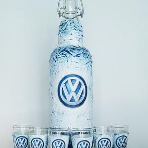 VOLKSWAGEN pálinkás üveg, VOLKSWAGEN rajongói ajándék csatos üveg pálinkás pohárral szülinapra, névnapra, karácsonyra. , Otthon & Lakás, Dekoráció, Díszüveg, VOLKSWAGEN pálinkás üveg, VOLKSWAGEN rajongói ajándék csatos üveg pálinkás pohárral szülinapra, névn..., Meska