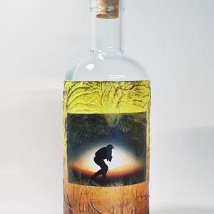 A fény győzelme pálinkás üveg katonáknak, italos üveg képes egyedi ajándék férfiaknak születésnapra névnapra karácsonyra, Otthon & Lakás, Dekoráció, Díszüveg, Decoupage, transzfer és szalvétatechnika, A fény győzelme pálinkás üveg katonáknak, italos üveg képes egyedi ajándék férfiaknak születésnapra ..., Meska