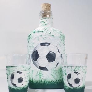 Focis pálinkás lapos üveg zöld-fehér futball labdás üveg pálinkás pohár rajongói névnapi ajándék férfiaknak férfiaknak., Otthon & Lakás, Dekoráció, Díszüveg, Decoupage, transzfer és szalvétatechnika, Focis pálinkás lapos üveg zöld-fehér  futball labdás üveg, + 2db pálinkás pohár, röviditalos pohár f..., Meska
