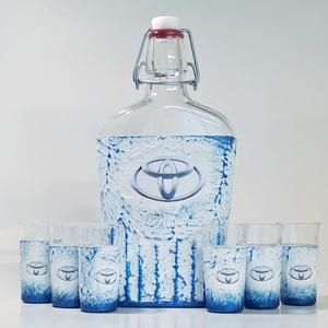 TOYOTA italos üveg TOYOTA rajongói ajándék gravírozható saját fotós pálinkás üveg szülinapra névnapra, karácsonyra, Otthon & Lakás, Dekoráció, Díszüveg, Decoupage, transzfer és szalvétatechnika, Meska