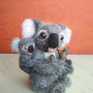 Koala maci anya és babája, Maci, Plüssállat & Játékfigura, Játék & Gyerek, Nemezelés, Ezek a bájos kis medvék sajnos a kihalás szélén állnak. A kedvenceim közé tartoznak, ezért úgy érezt..., Meska