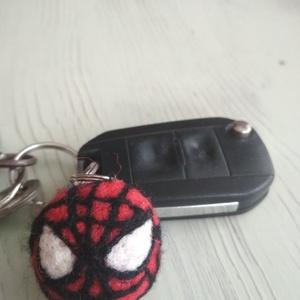 Pókember kulcstartó, Otthon & lakás, Dekoráció, Lakberendezés, Nemezelés, Az unokám és azt hiszem, sok kisgyermek nagy kedvence a Pókember. Ebből soha nem elég... Hátizsákra,..., Meska