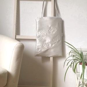 Gyöngyház fényű táska matyó virágokkal (bimbadesign) - Meska.hu