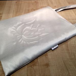 Gyöngyház fényű táska matyó virággal (bimbadesign) - Meska.hu
