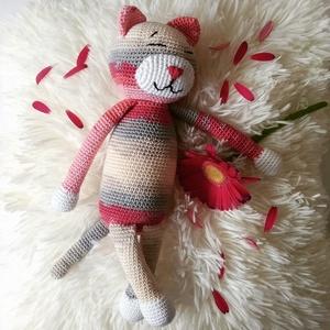 Nagy Amicat ölelhető cica, Játék & Gyerek, Plüssállat & Játékfigura, Cica, Horgolás, Lusta macskák szerető gazdit keresnek! Nem ígérem hogy egeret is fognak, de macska létükre igen hűsé..., Meska