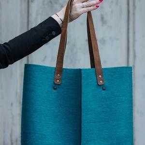 Shopper , Táska, Táska, Divat & Szépség, Válltáska, oldaltáska, Varrás, 100% gyapjúfilcből készült shopper fazonú táska.\nTeljes egészében kézzel, egyedileg készül. \nBelül e..., Meska