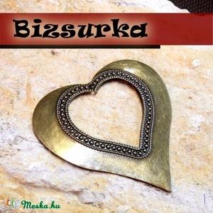 Antik bronz óriás szív, Gyöngy, ékszerkellék, Ékszerkészítés, Látványos, antik bronz óriás  szív, medál.\nMéret: 70 x 70 mm.\n\nAkár egy nyakláncra akár egy bőrszálr..., Meska