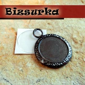 Fekete (gunmetál)medálalap (3426) + epoxi 20mm, Gyöngy, ékszerkellék, Ékszerkészítés, Medálalap + epoxi  Ez a fekete keret szépen körbeöleli majd alkotásod.  Méret: 34x26mm. epoxi méret..., Alkotók boltja