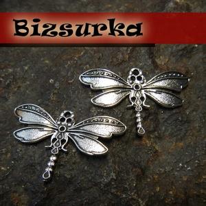 2db Antik ezüst szitakötő charm, Gyöngy, ékszerkellék, Ékszerkészítés, Gyönyörű, antik ezüst szitakötő charm  Méret: 44 x 21mm  Akár egy nyakláncra akár egy bőrszálra fűz..., Alkotók boltja