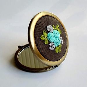 Rózsás tükör, Smink kellék, Arcápolás, Szépségápolás, Hímzés, A tükört szalag hímzéses technikával készítettem. A minta és mindegyik virág saját készítésű, egyedi..., Meska