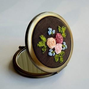 Rózsás tükör, Táska, Divat & Szépség, Ruha, divat, Hímzés, A tükört szalag hímzéses technikával készítettem. A minta és mindegyik virág saját készítésű, egyed..., Meska