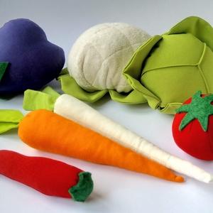 Zöldség kosár, Játék & Gyerek, Szerepjáték, Hímzés, Varrás, Vászonból készült flízzel töltött zöldségek.\nElsősorban gyerekeknek ajánlom főzős, bevásárlós szerep..., Meska