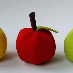 3 féle alma, Játék & Gyerek, Szerepjáték, Hímzés, Varrás, Vászonból készült flízzel töltött almák.\nElsősorban gyerekeknek ajánlom főzős, bevásárlós szerepjáté..., Meska
