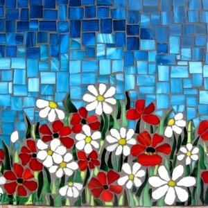 """Virágmező mozaik kep, Dekoráció, Otthon & lakás, Kép, Lakberendezés, Falikép, Mozaik, A pipacs a béke és a megemlékezés szimbóluma, a margaréta a hűség és az őszinteség jelképe. E \""""nemes..., Meska"""