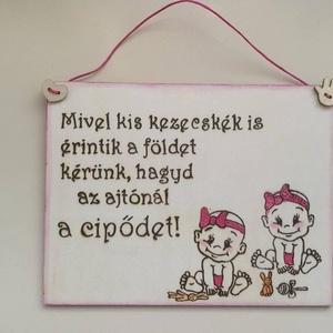 Kopogtató- iker kislányok, Otthon & Lakás, Ajtódísz & Kopogtató, Dekoráció, Gravírozás, pirográfia, Meska