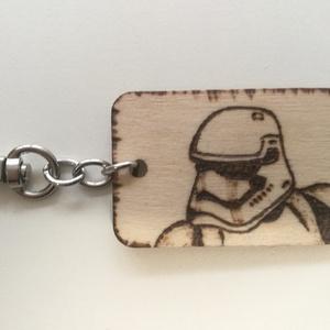 Star Wars  kulcstartó, Táska, Divat & Szépség, Kulcstartó, táskadísz, Gravírozás, pirográfia, Kulcstartó- fityegő .  Mérete: 5x3,5 cm.  Pirográf technikával (égetéssel) készítettem . Az alapanya..., Meska