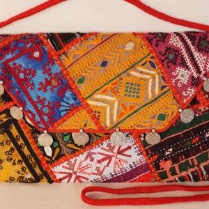 AJÁNDÉKKAL! Boríték táska, kézzel hímzett, patchwork válltáska, kézi táska 1. (bkrisztina) - Meska.hu