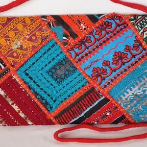 AJÁNDÉKKAL! Boríték táska, kézzel hímzett, patchwork válltáska, kézi táska 7. (bkrisztina) - Meska.hu