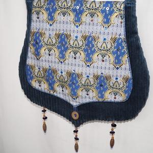Kék mintás, gyöngyös, fedeles táska (bkrisztina) - Meska.hu