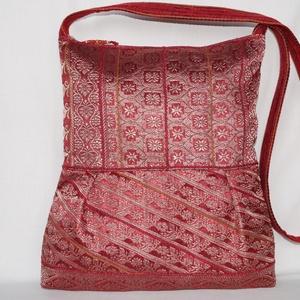 Piros-bronz, indiai szári mintás, 2 oldalt különböző mintával díszített, nagy méretű válltáska (bkrisztina) - Meska.hu