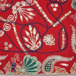 Indiai esküvő, pávás-virágos, piros-arany, kézzel hímzett, válltáska (bkrisztina) - Meska.hu