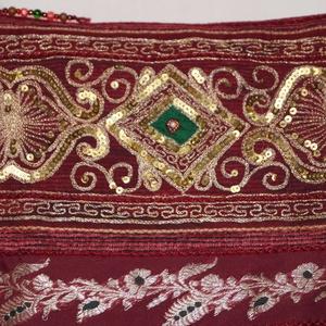 AJÁNDÉKKAL! Bordó-arany, indiai esküvő, 2. kézzel hímzett, flitteres válltáska (bkrisztina) - Meska.hu