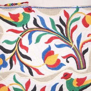 Kézzel hímzett színes, virágos, 2 madaras,Frida nagy méretű válltáska (bkrisztina) - Meska.hu