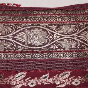 Bordó-ezüst-fekete, indiai esküvő, bordó csíkos, közepes méretű válltáska (bkrisztina) - Meska.hu