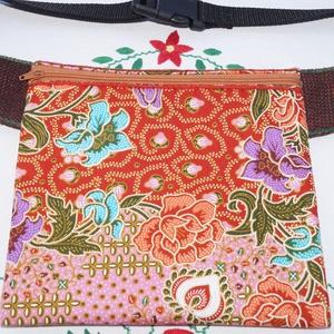 Narancssárga-rózsaszín, virágos, batikolt, fesztivál övtáska, Táska, Divat & Szépség, Táska, Válltáska, oldaltáska, Gyerek & játék, Varrás, Barna, dekorszövetből és színes, virág mintás, batikolt, indonéz pamutvászonból készült övtáska.\nEle..., Meska