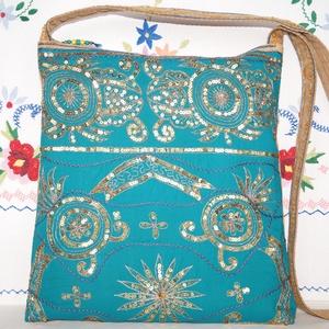Türkiz-arany, virágos indiai esküvő, kézzel hímzett, flitteres válltáska 2., Táska & Tok, Kézitáska & válltáska, Válltáska, Hímzés, Varrás, Indiai, kézzel hímzett, különleges, antik, esküvői szári anyagból készítettem ezt a türkiz-arany vál..., Meska