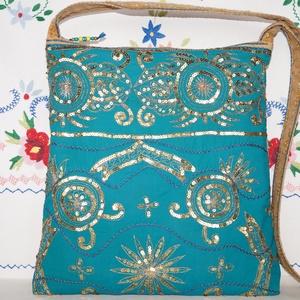 Türkiz-arany, virágos indiai esküvő, kézzel hímzett, flitteres válltáska 4., Táska & Tok, Kézitáska & válltáska, Válltáska, Hímzés, Varrás, Indiai, kézzel hímzett, különleges, antik, esküvői szári anyagból készítettem ezt a türkiz-arany vál..., Meska