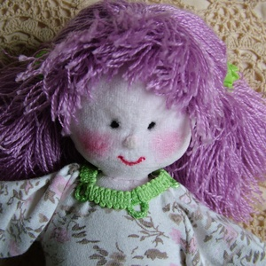 Lilly a lila hajú baba, Játék, Gyerek & játék, Baba játék, Plüssállat, rongyjáték, Baba-és bábkészítés, Varrás, Lilly textilből készült saját tervezésű babáim egyike. 27 cm magas vatelin töméssel, csupa szívvel. ..., Meska