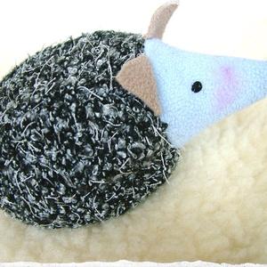 Meggymagos babzsák marok süni (Beanbag hedgehog) (Blackata) - Meska.hu