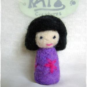 Japán baba - Kokeshi- Tündér / Manó lila + virág (Blackata) - Meska.hu