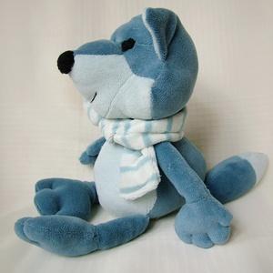 Poli a sarki kékróka - Poli the polar blue fox, Róka, Plüssállat & Játékfigura, Játék & Gyerek, Baba-és bábkészítés, Varrás, Poli a róka pihe-puha, bundája Kékesszürke plüss, vastag puha sálat visel, arra az esetre készülve, ..., Meska