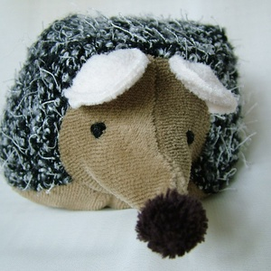 Meggymagos babzsák süni - Mákos, rózsaszín fülű  (Beanbag hedgehog), Játék & Gyerek, Plüssállat & Játékfigura, Baba-és bábkészítés, Varrás, Sünike (15 x 10 cm) puha szürke szőrmókból és polárból készült, a feje gyapjúval(amit saját magam ve..., Meska