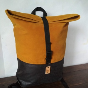 COOK hátizsák okkersárga, Táska & Tok, Hátizsák, Roll top hátizsák, Bőrművesség, Varrás, Strapabíró viaszolt vászonból készült, ami, azon kívül, hogy erősebbé és ellenállóbbá teszi a táskád..., Meska