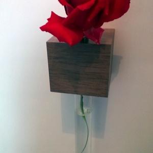 Hűtőmágnes Váza, Otthon & Lakás, Dekoráció, Váza, Famegmunkálás, A hűtőmágnes virágváza tömör fekete dióból (lenolajjal és viasszal felületkezelve), szuper erős neod..., Meska