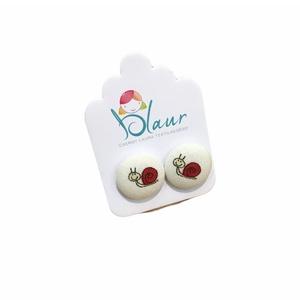 Csiga mintás bedugós nikkelmentes gombfülbevaló, Ékszer, Fülbevaló, Pötty fülbevaló, Ékszerkészítés, A termék megnevezése: Gomb fülbevaló. \n \nSzínei: \n\nMérete: a gomb átmérője 1,6 cm\n\nNikkelmentes fülb..., Meska