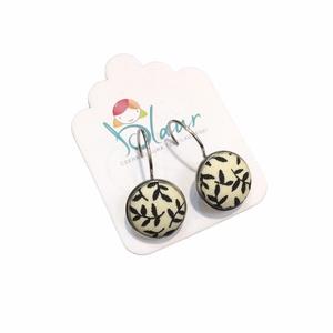 Fekete virágos franciakapcsos acél alapú gombfülbevaló, Ékszer, Fülbevaló, Lógós fülbevaló, A termék megnevezése: Gomb fülbevaló.    Színei:   Mérete: a gomb átmérője 1,2cm  Acél fülbevaló ala..., Meska