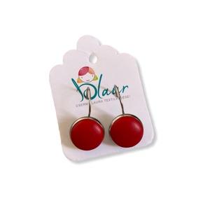 Piros színű franciakapcsos acél alapú gombfülbevaló, Ékszer, Fülbevaló, Lógós fülbevaló, A termék megnevezése: Gomb fülbevaló.    Színei:   Mérete: a gomb átmérője 1,2cm  Acél fülbevaló ala..., Meska