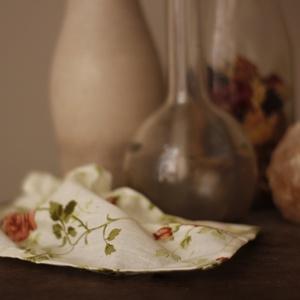 Rózsás vintage szalvéta, barack, bordó és krém színekben (Blessyou) - Meska.hu