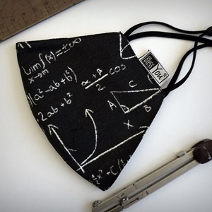 Matekzseniknek, tanároknak - matekos szájmaszk, Maszk, Arcmaszk, Vicces, MATEMATIKA tanároknak kedves és praktikus ajándék ez a mosható textil szájmaszk! Kétrétegű, az orr r..., Meska