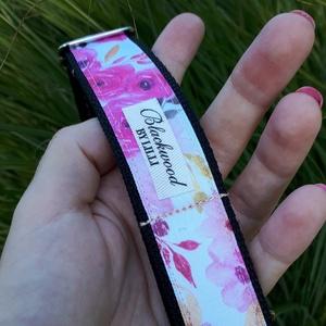 Rózsaszín rózsás bebújós nyakörv, Egyéb, Varrás, Kisebb méretű bebújós nyakörv kutyusok számára rózsaszín árnyalatban pompázó rózsákkal. Kifinomult, ..., Meska