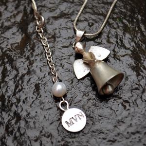 Őrangyalka csengő medál , Ékszer, Medál, Ötvös, Ékszerkészítés, Keresztelő ajándéknak készítettem , ezt a kis ezüst Őrangyalka medált.\nAmi egyben egy pici csengetty..., Meska