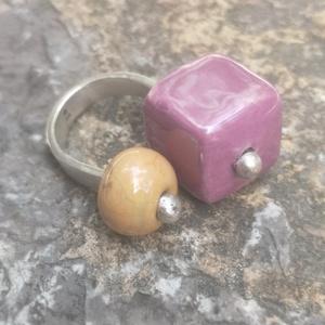 Kerámia-ezüst gyűrű, Ékszer, Gyűrű, Ékszerkészítés, Ötvös, Egyedi tervezésű ezüst gyűrű\nKét kerámia gyöngyel\nMérete állitható\n\n\n, Meska