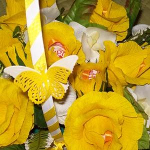 Csokicsokor 15 szál sárga rózsából - Meska.hu