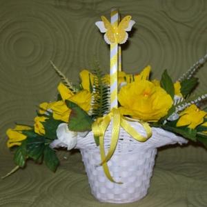 Csokicsokor 15 szál sárga rózsából, Esküvő, Esküvői dekoráció, Papírművészet, Magyarországon még nem elterjedt, egyedülálló technikával készült romantikus csokicsokor. A virágáru..., Meska