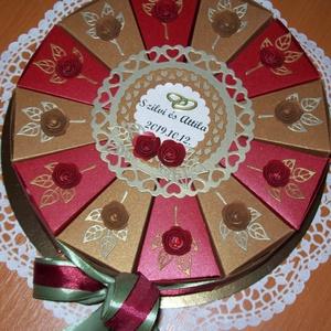 Pénzajándék átadó torta- közepes, aranyló ősz , Esküvő, Esküvői dekoráció, Nászajándék, Papírművészet, \nArany és bordó gyöngyházfényű alapkartonból készült 20 cm átmérőjű  torta őszi esküvő  nászajándéká..., Meska