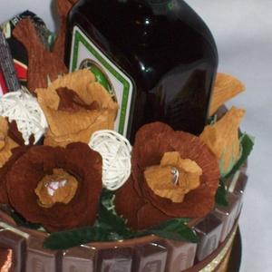 """Csokicsokor- torta, édesség, virág,  ital, Férfiaknak, Papírművészet, Virágkötés, Ha már eleged van a férfiaknak szóló szokványos édesség, ital ajándék kombóból, így is \""""tálalhatod\""""!..., Meska"""